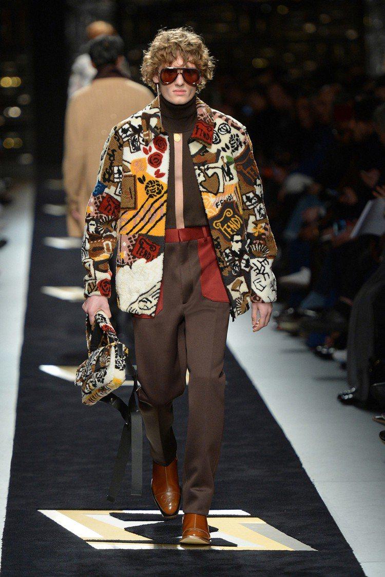 外套像一座圖書館串聯巴黎與羅馬兩地的瑰麗拼貼。圖/FENDI提供