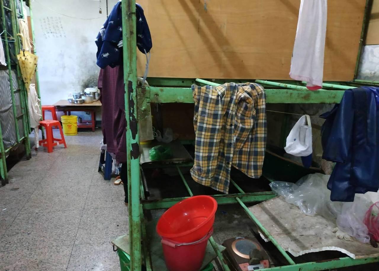 大陸漁工近年來銳減,造成宜蘭南方澳大陸岸置中心幾乎沒人入住,被批評是「蚊子館」。...
