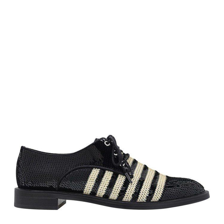亮片條紋牛津鞋,售價2,290元。圖/CHARLES & KEITH提供