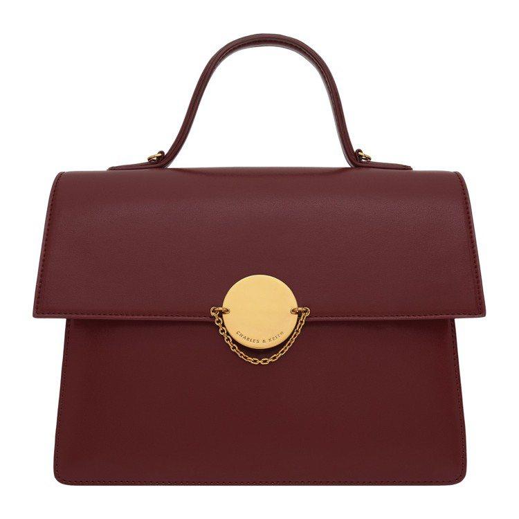 圓釦細鍊手提包,售價2,690元。圖/CHARLES & KEITH提供