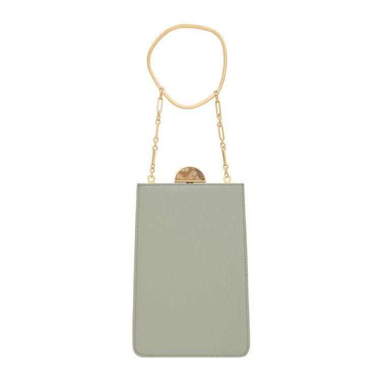 金屬提把手拿包,售價2,390元。圖/CHARLES & KEITH提供
