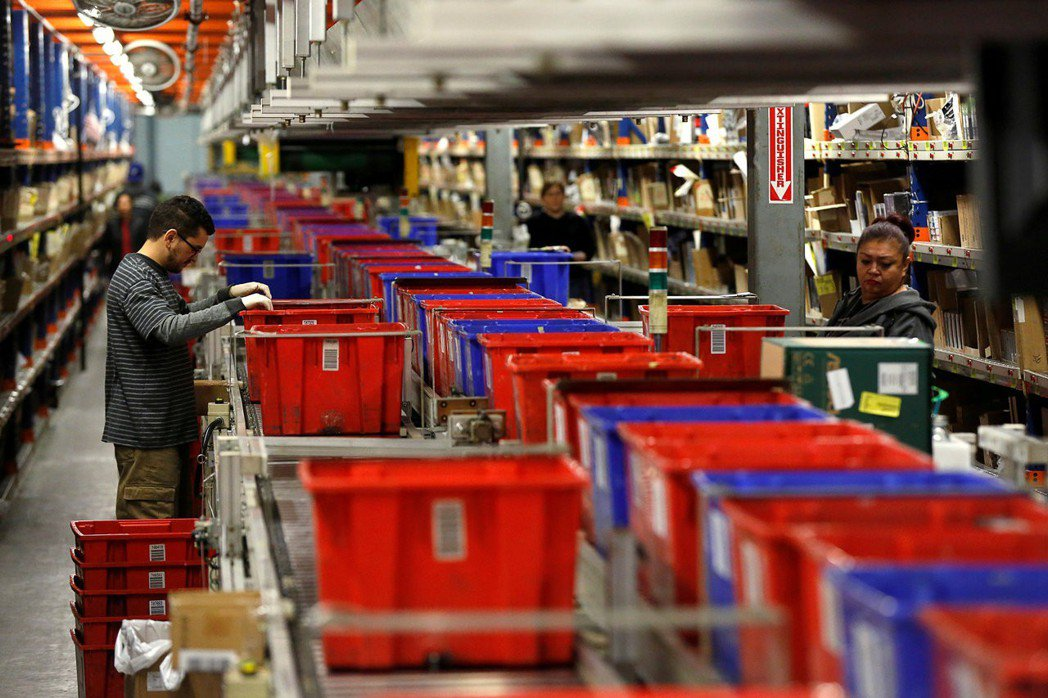 美國12月生產者物價指數(PPI)意外下滑。路透社