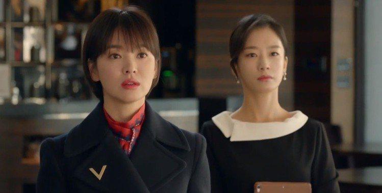 宋慧喬最近在熱播中的韓劇《男朋友》中,以Valentino早春的紅色印花襯衫搭西...