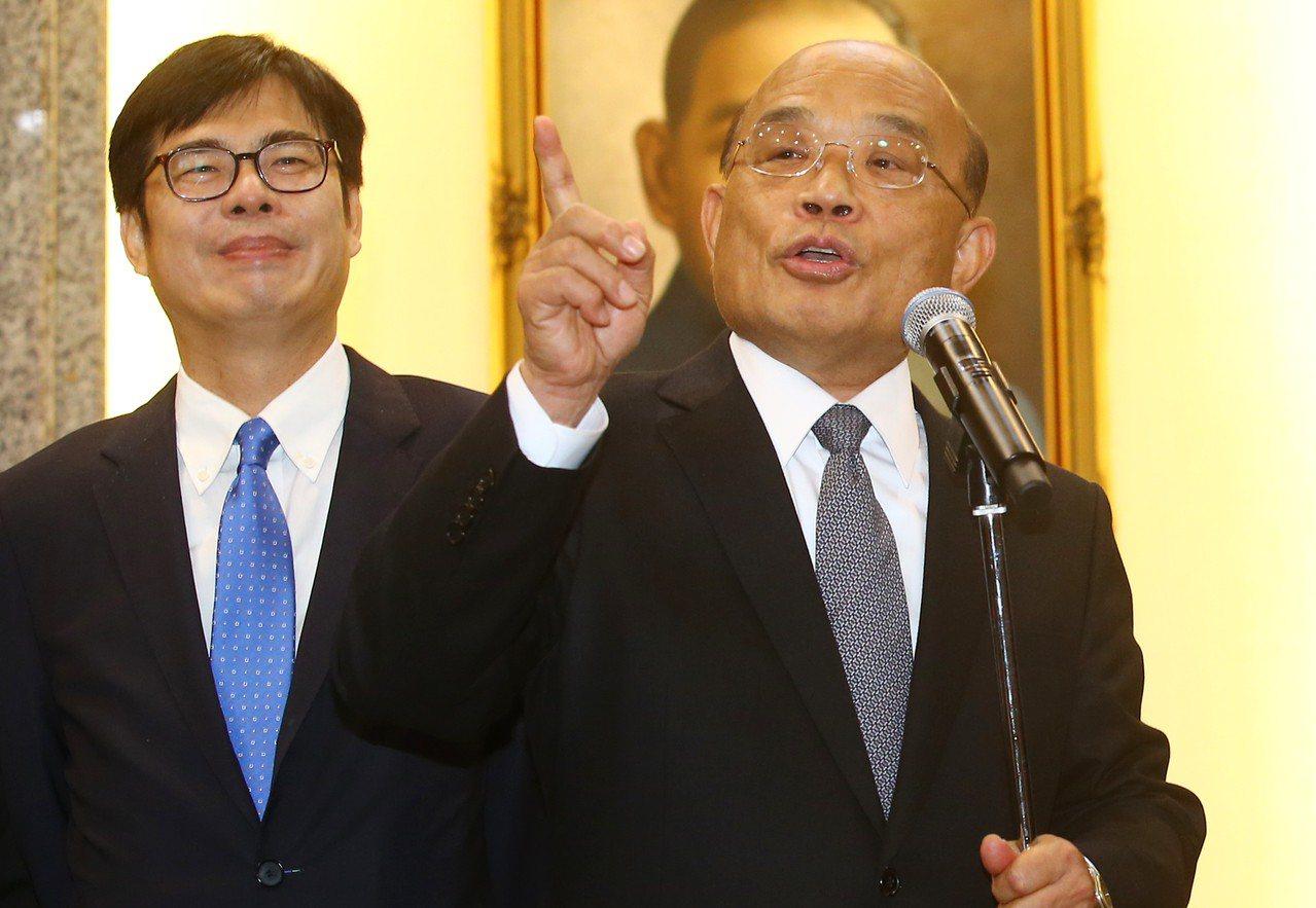 行政院長蘇貞昌(右)昨天率副院長陳其邁(左)等人,前往立法院拜會各黨團。 記者曾...