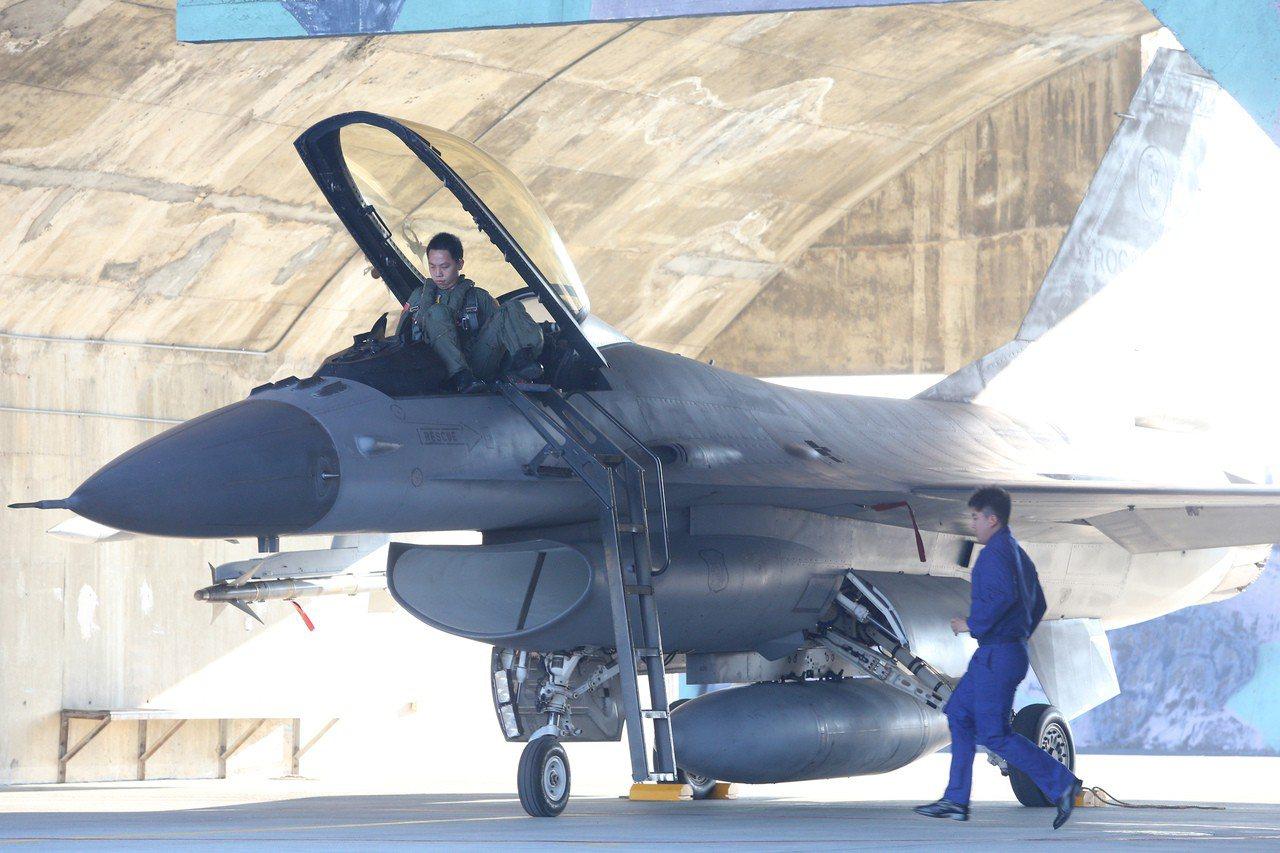 政壇盛傳,我將要向美國採購F-16V等戰機,汰換「CP值」始終偏低的幻象。圖/聯...