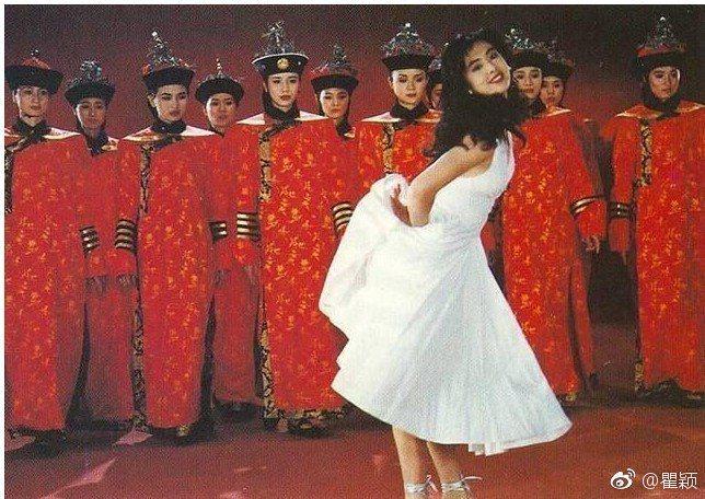 王祖賢1990年在北京故宮拍廣告。 圖/擷自瞿穎微博