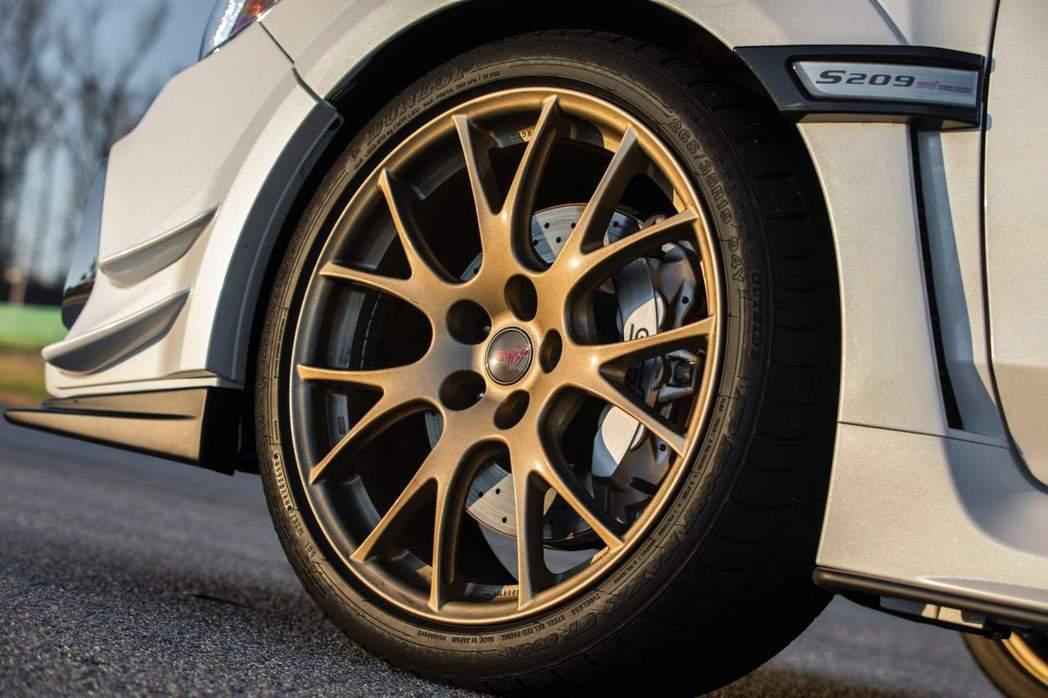 BBS的鍛造鋁圈以及Brembo六活塞卡鉗。 摘自Subaru