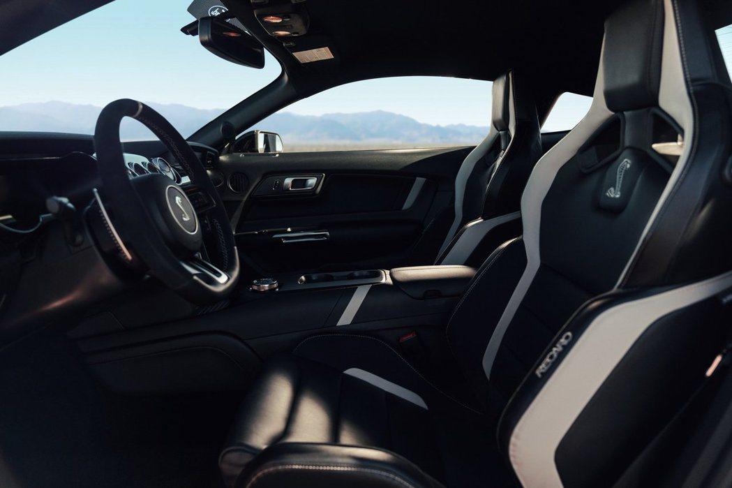 Shelby GT500內裝配置加厚Recaro跑車座椅。 摘自Ford