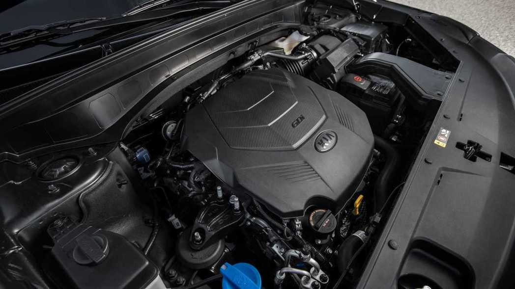 Kia Telluride搭載3.8升V6自然進氣引擎,最大馬力擁有291hp/36.2kgm。 摘自Kia