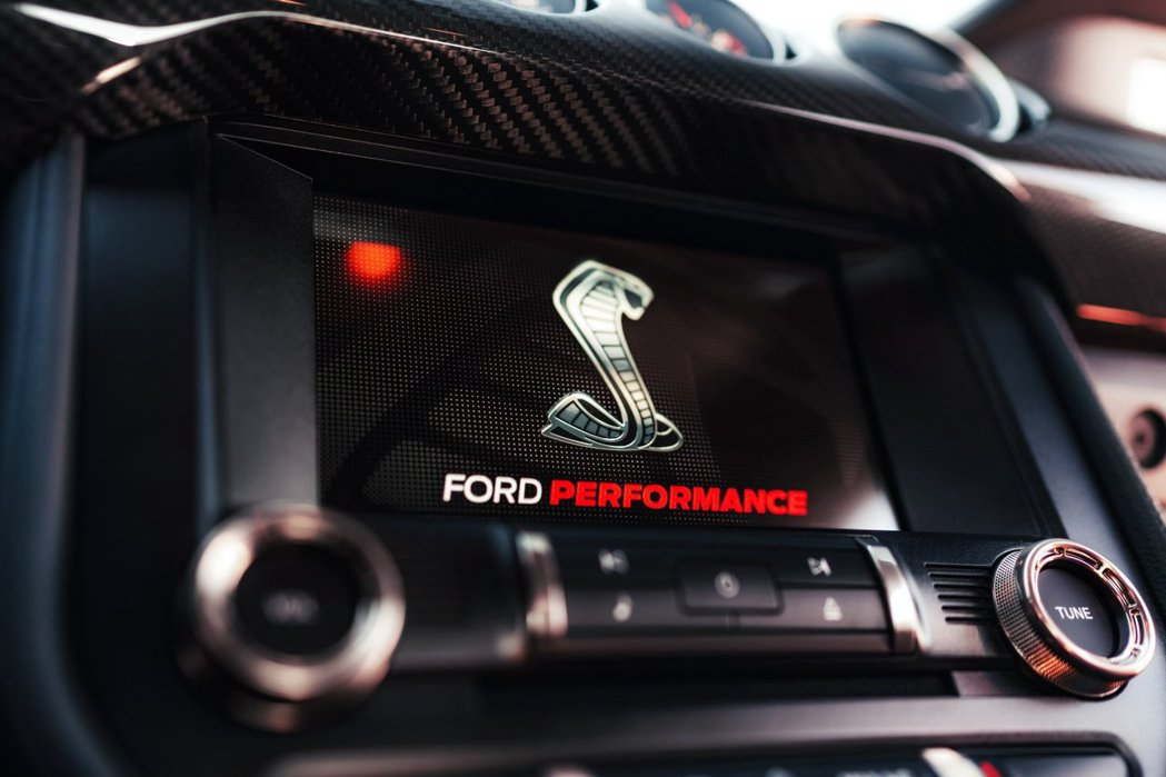 8吋SYNC 3多媒體螢幕啟動時會出現Cobra眼鏡蛇標誌。 摘自Ford