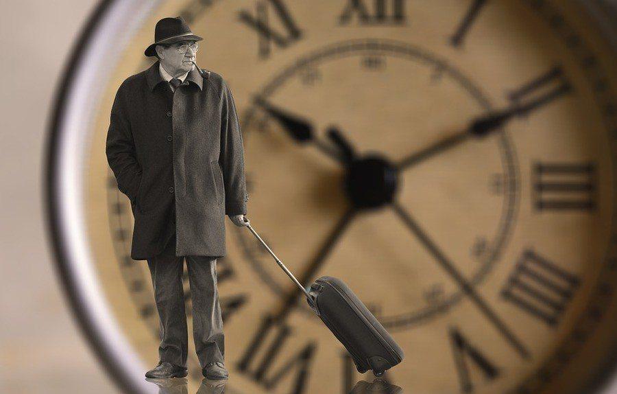 對世面大風大浪都經歷的成年人,時間的感受會愈來愈快。(photo by pixa...