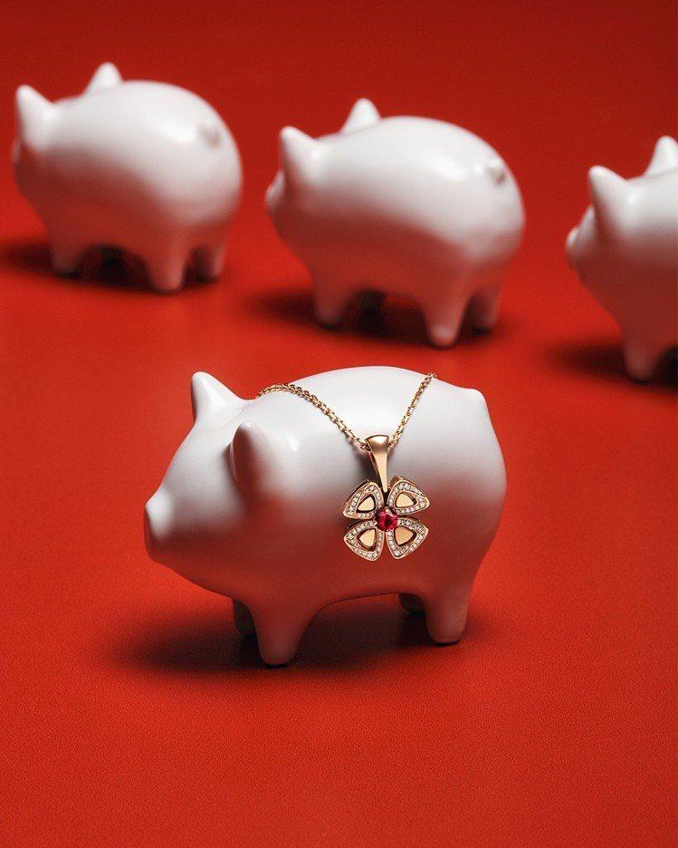 寶格麗FIOREVER 系列限定款玫瑰金鑲嵌紅寶石與鑽石項鍊,八瓣花朵綻放好運,...