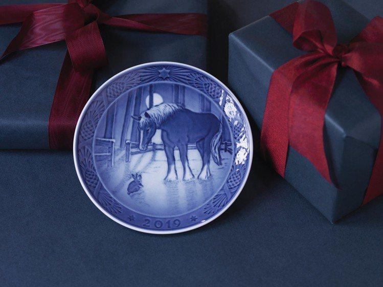 皇家哥本哈根2019年度紀念盤「相知相惜的友誼」,建議售價3,800元。圖/皇家...