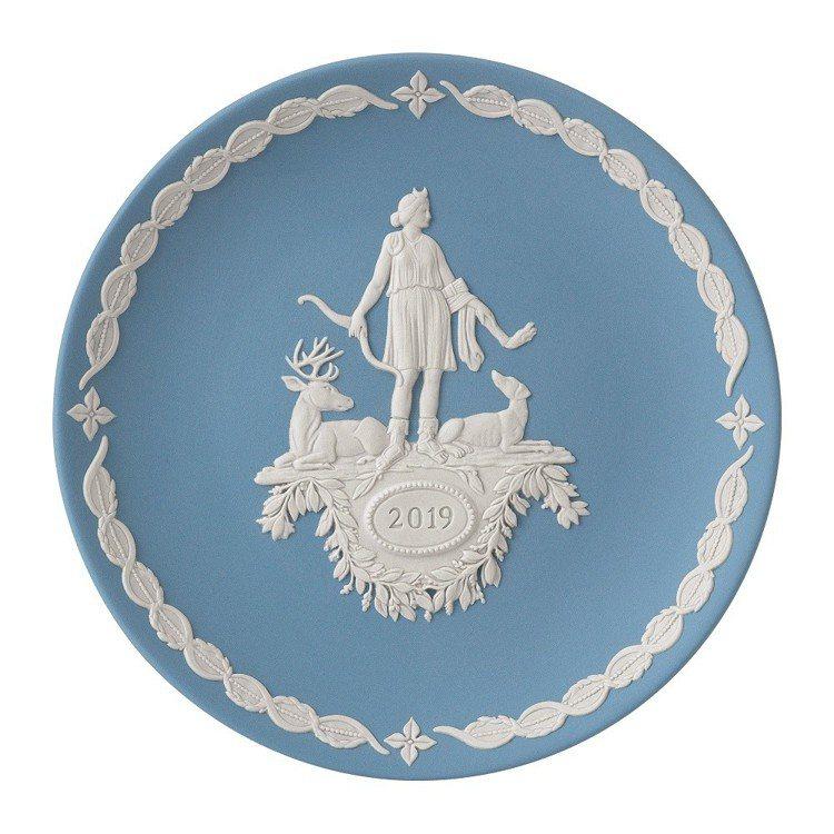 Wedgwood 2019年度紀念盤─月亮女神阿蒂米斯。建議售價5,700元...