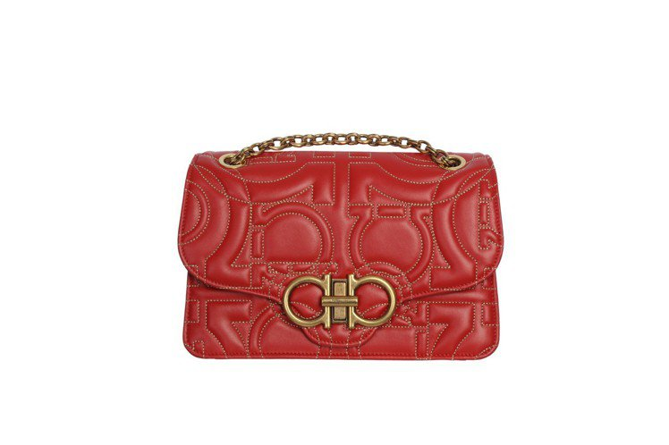 Quilting紅色牛皮鍊帶包,79,900元。圖/Ferragamo提供