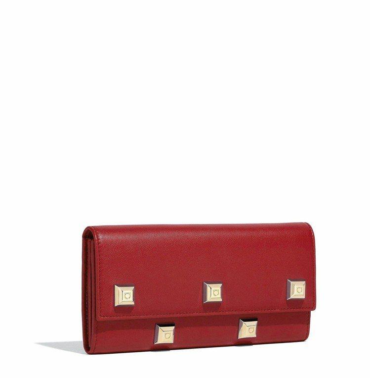 紅色牛皮長夾,27,900元。圖/Ferragamo提供