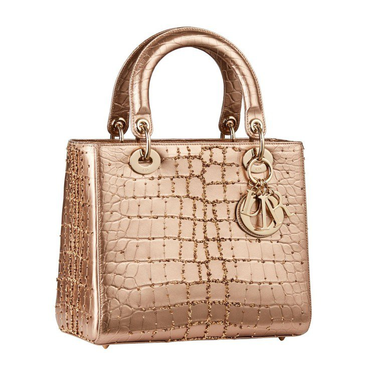 Lady Dior玫瑰金屬色鱷魚皮中型提包,售價96萬元。圖/Dior提供