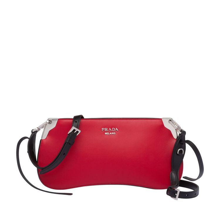 Sidonie紅色肩背包,58,500元。圖/PRADA提供