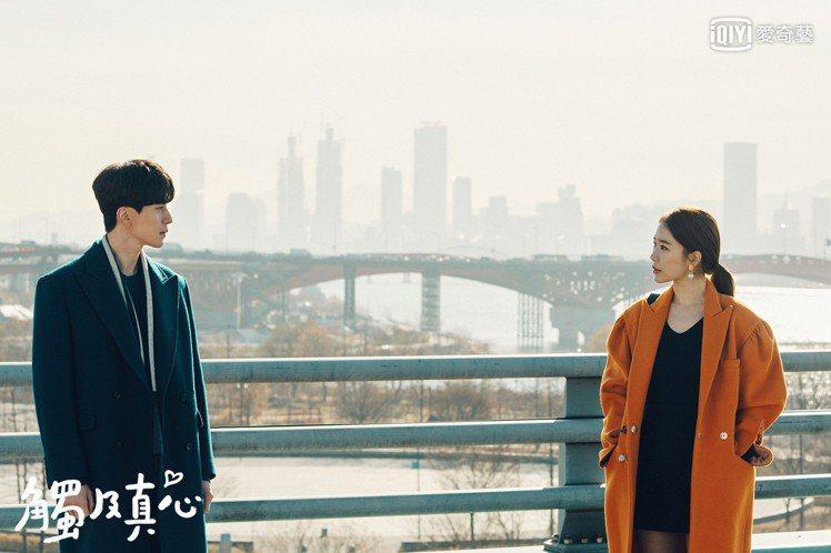 李棟旭和劉寅娜繼「鬼怪」後又在天橋相遇。圖/愛奇藝台灣站提供