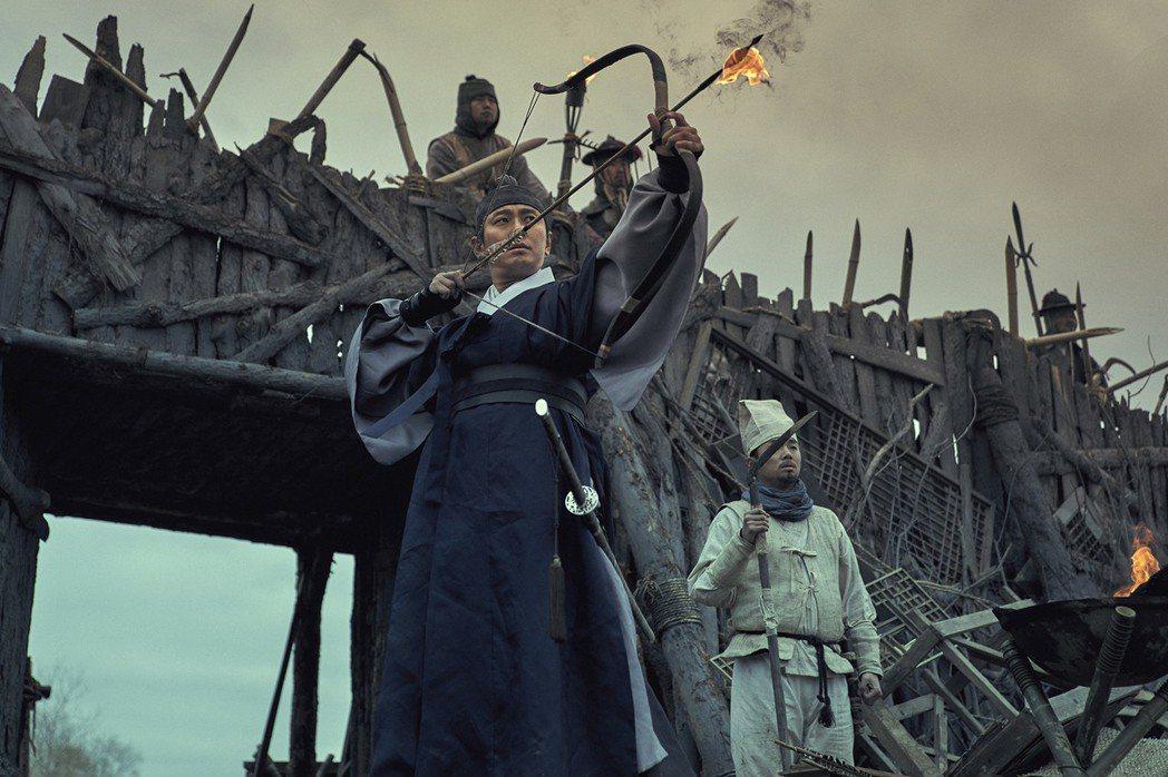朱智勛在「李屍朝鮮」中再扮帥氣世子。圖/Netflix提供