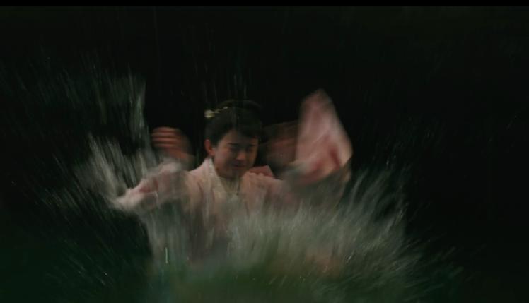 趙麗穎拍落水戲,其實本身並不會游泳。圖/LINE TV提供