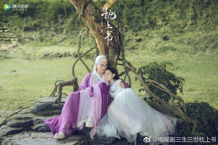 迪麗熱巴、高偉光主演「三生三世枕上書」。圖/摘自微博