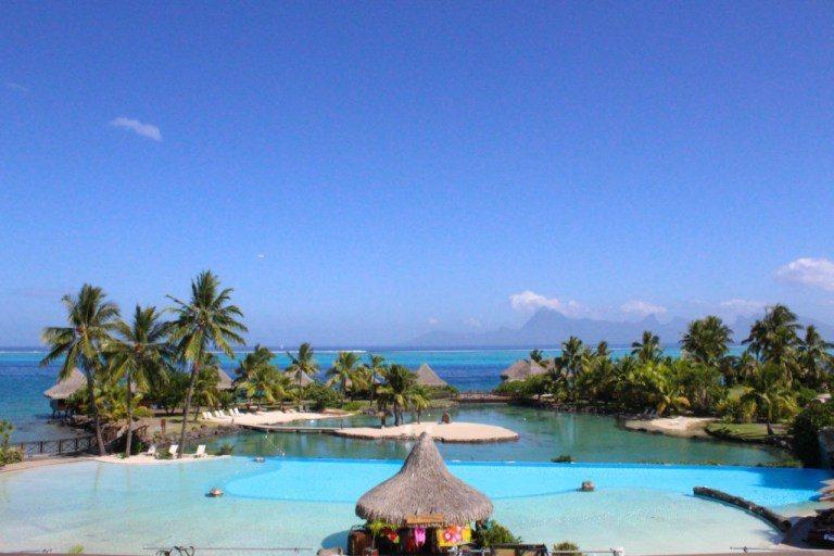 洲際大溪地島渡假村的泳池和潟湖景 圖文來自於:TripPlus