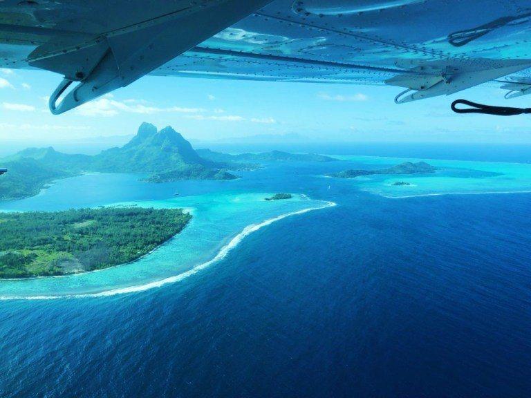 從飛機上鳥瞰波拉波拉島 圖文來自於:TripPlus