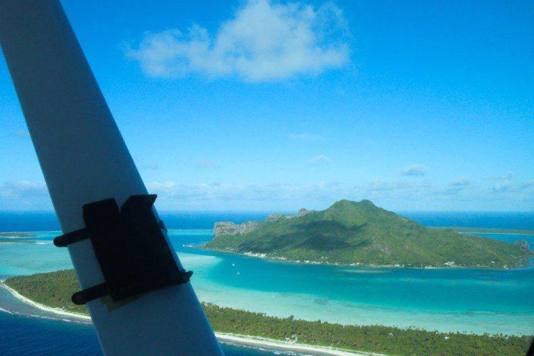 飛機上鳥瞰茂皮提島 圖文來自於:TripPlus