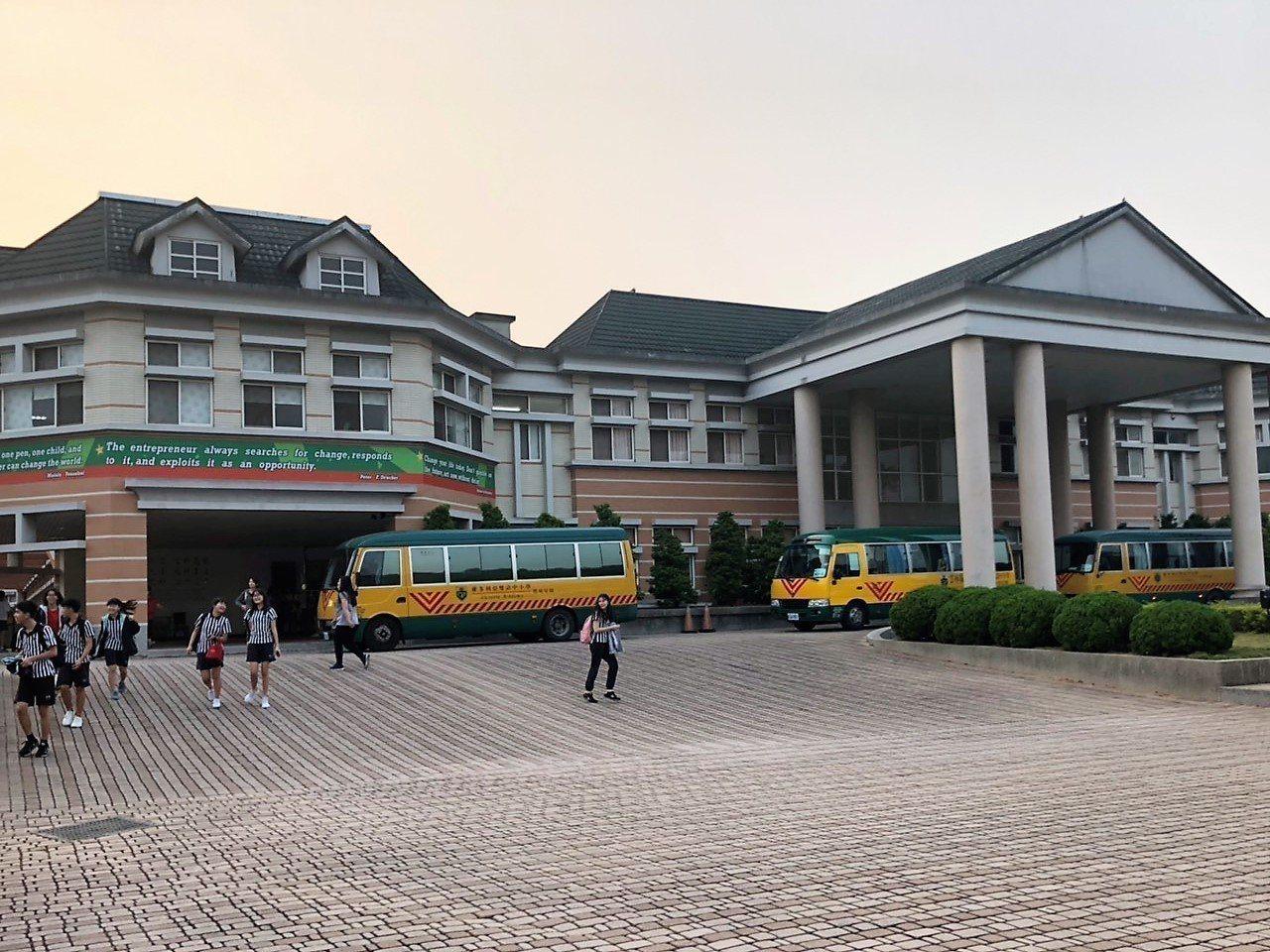 高雄市長韓國瑜在雲林創辦的維多利亞實驗中學,日前被爆每坪土地每月租金僅8元。圖/...