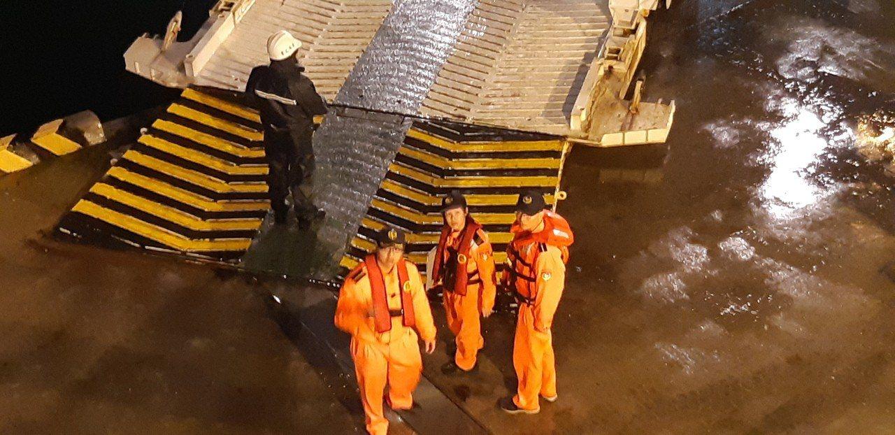 海大學生陳冠豪落海一夜,至今尚未尋獲,海巡人員持續搜救中。記者賴郁薇/攝影