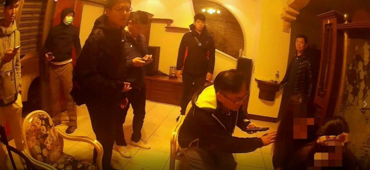 羅東警察分局會同移民署宜蘭縣專勤隊及憲兵指揮部宜蘭憲兵隊查獲假觀光真賣淫的越南女...