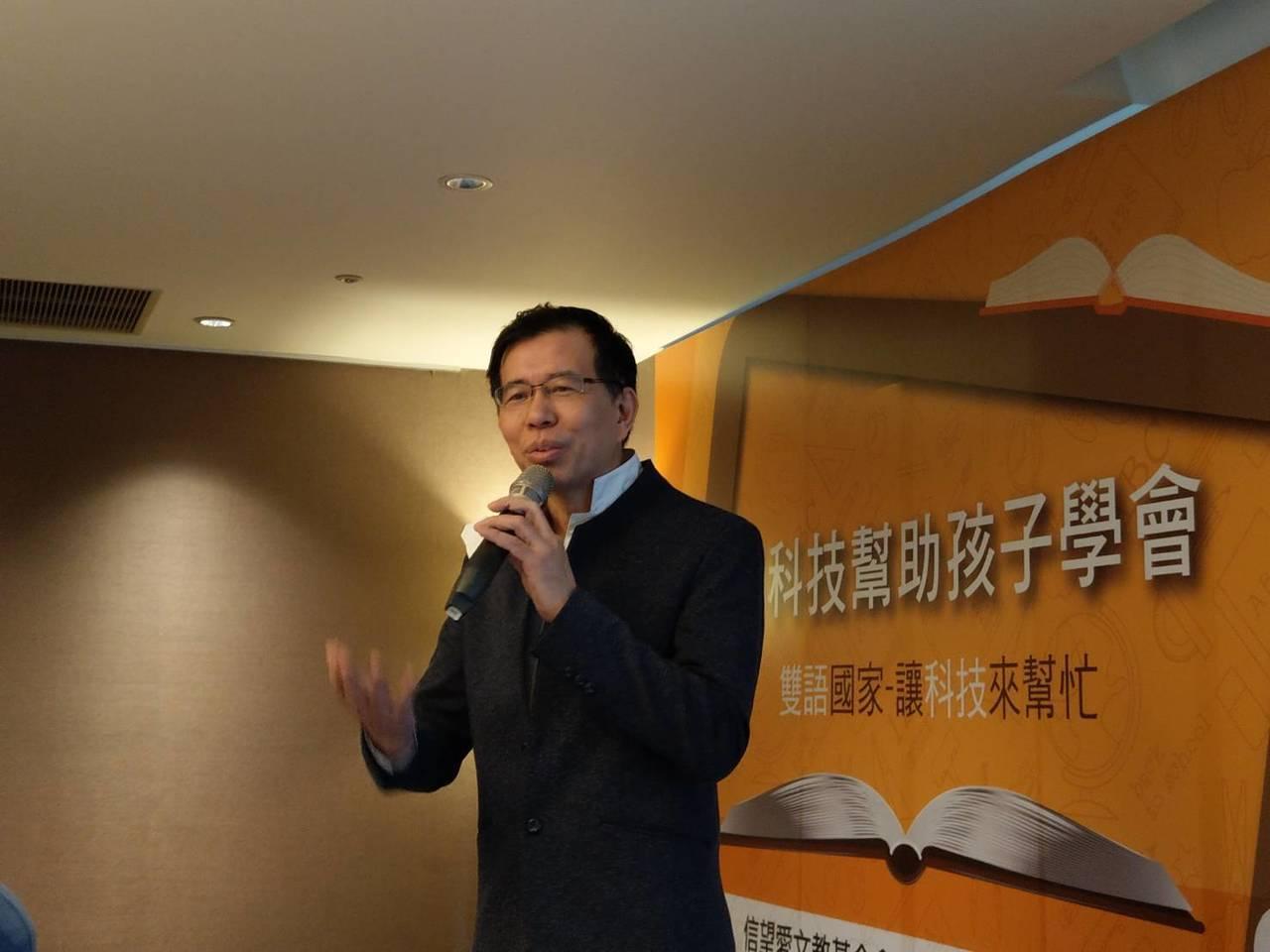 實踐大學應用外語系講座教授陳超明表示,「雙語國家」的目標不用太偉大,而是「全民都...
