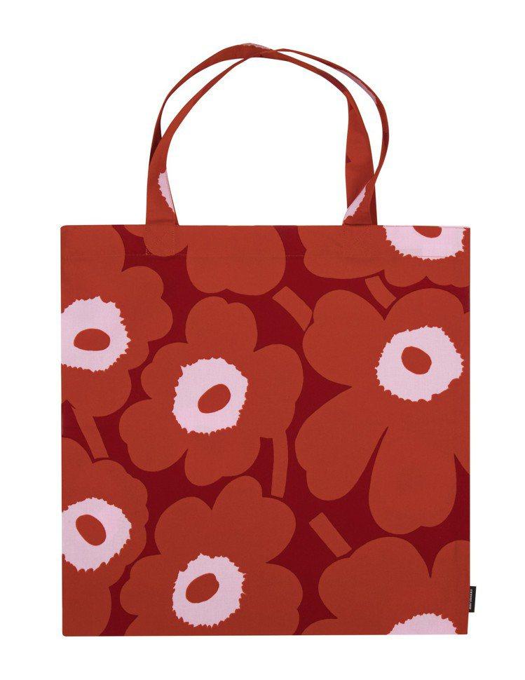 unikko印花紅色托特包,1,450元。圖/marimekko提供
