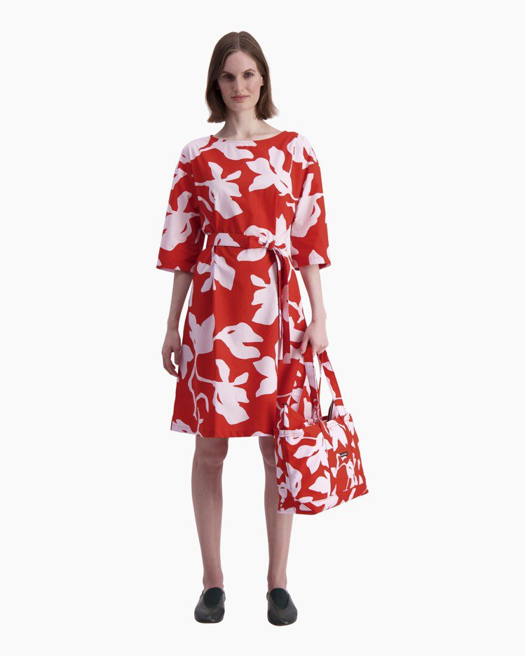 marimekko Katleija印花紅色綁帶洋裝,9,080元。圖/mari...