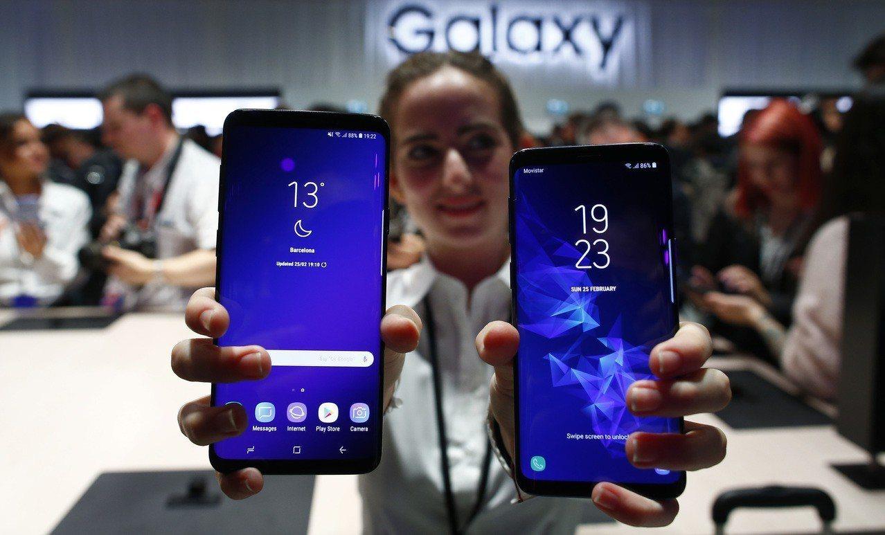三星近年來在智慧手機市場雖挺住市占第一,但華為已在後虎視眈眈。 (美聯社)