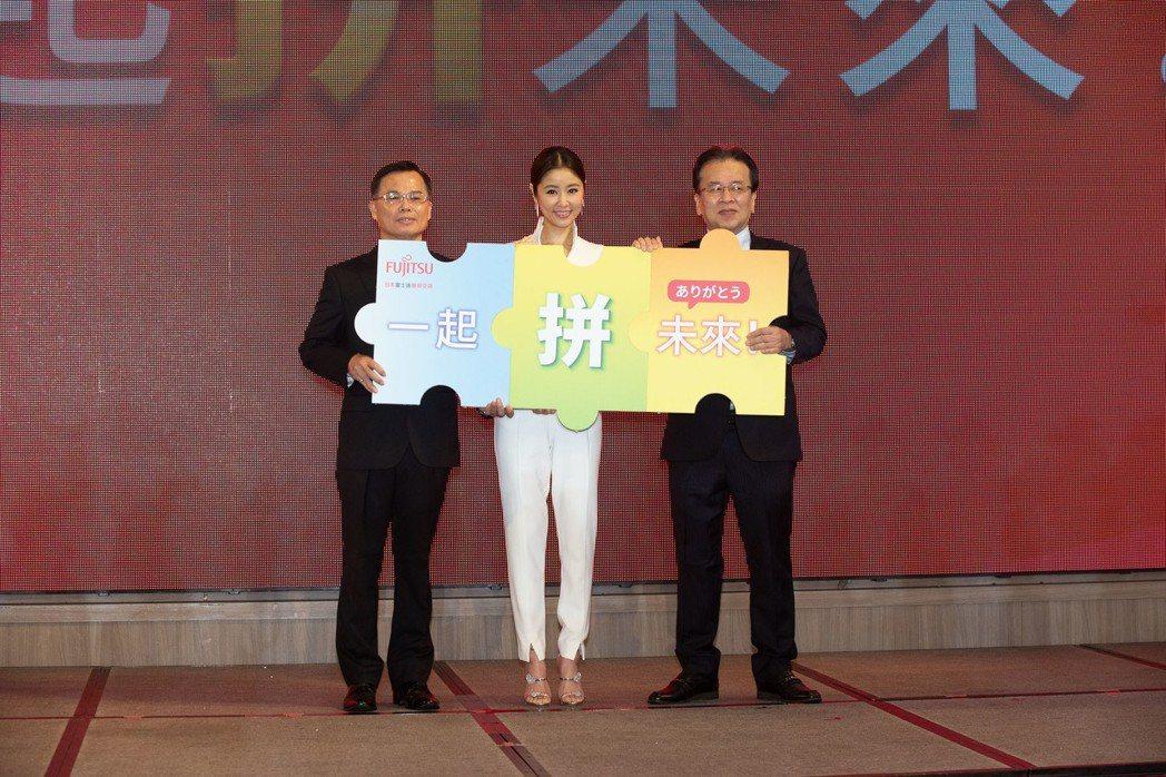 林心如(中)出席家電品牌代言記者會。圖/日本富士通變頻空調提供