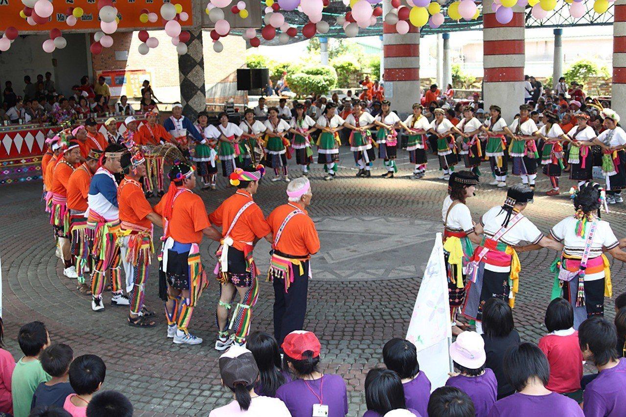 一般印象中,阿美族豐年祭都在夏日舉行,台東縣池上鄉長張堯城表示,20日將登場的「...