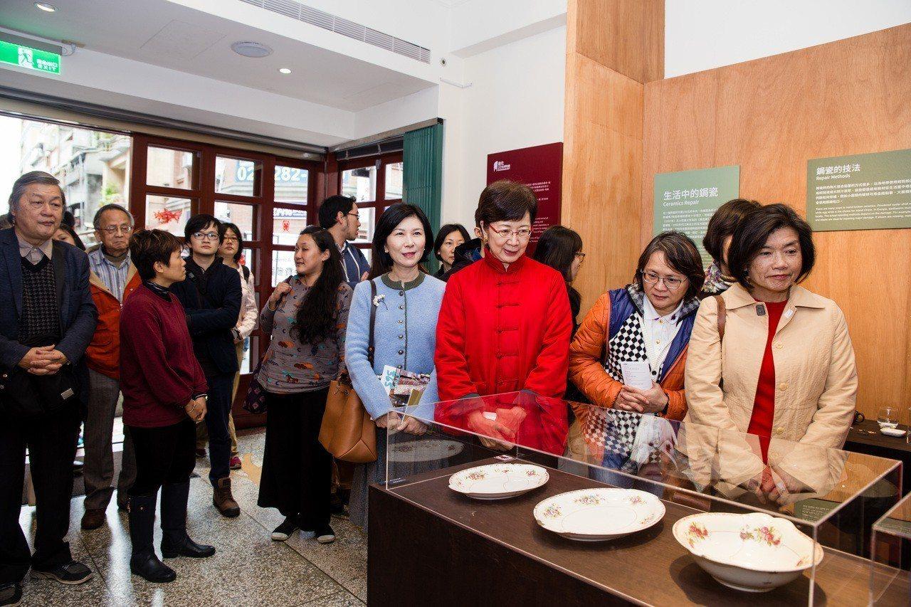 迪化二O七博物館於農曆春節前推出「舊的不去-修補的故事」特展,除了展出十樣生活中...