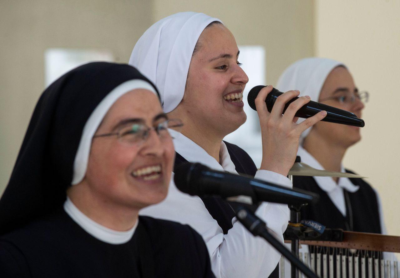 由年輕修女組成的搖滾樂團Siervas。 法新社