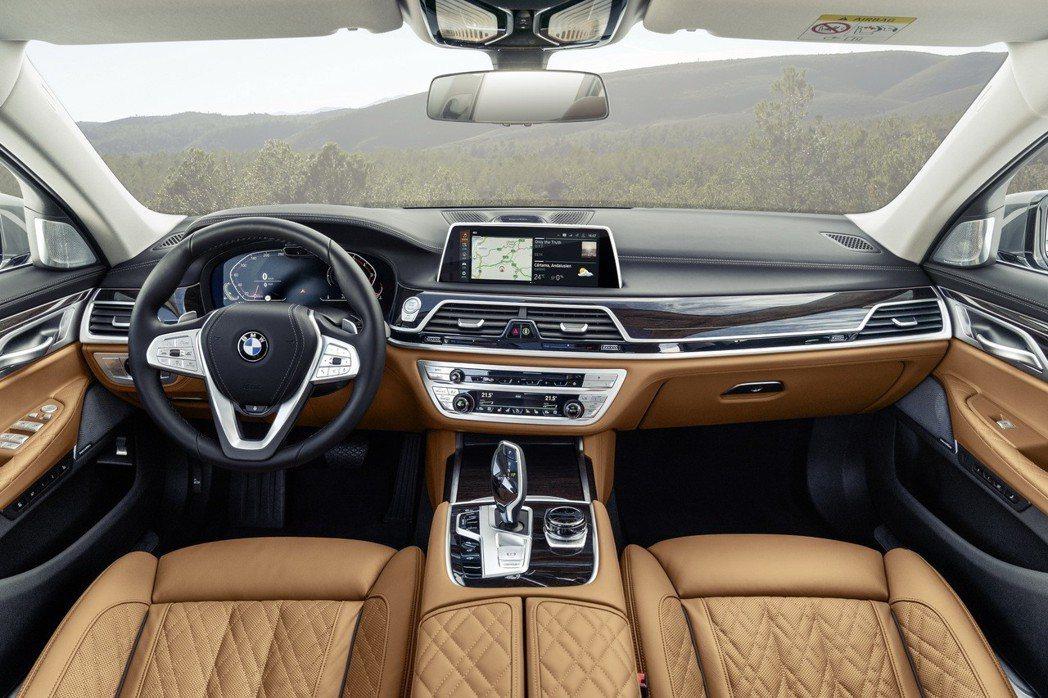 BMW 7 Series LCI內裝格局與小改款前相同,而數位儀表板則首度導入在7 Series車系中。 摘自BMW