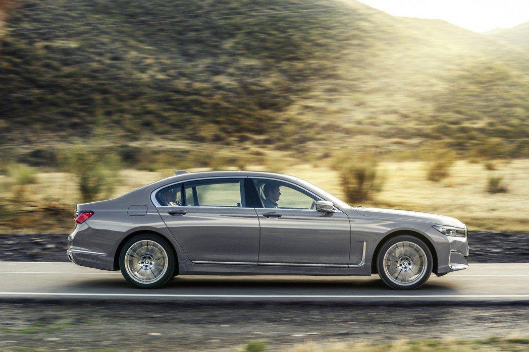車系入門車型改由換上了3.0升直列六缸柴油引擎的BMW 730d擔綱。 摘自BM...