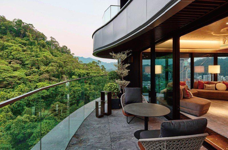 大尺度陽台滿足新住居哲學,實景攝影 圖/新美齊 Jade12 提供