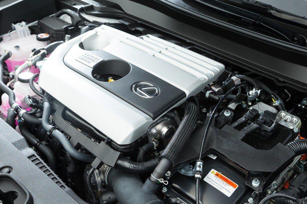 搭載原廠代號M20-FXS的2.0升直列四缸Atkinson引擎。 記者陳立凱/...