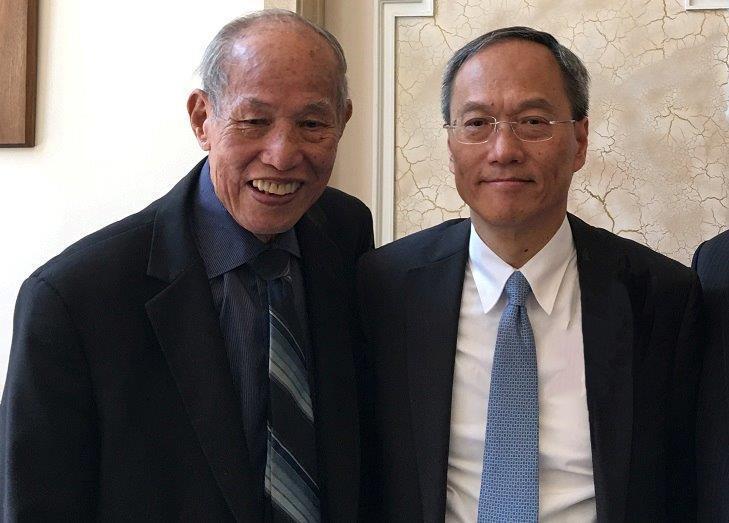 僑務委員會委員長吳新興(右)於2016年6月首度訪問羅省中華會館,泛美中華會館聯...