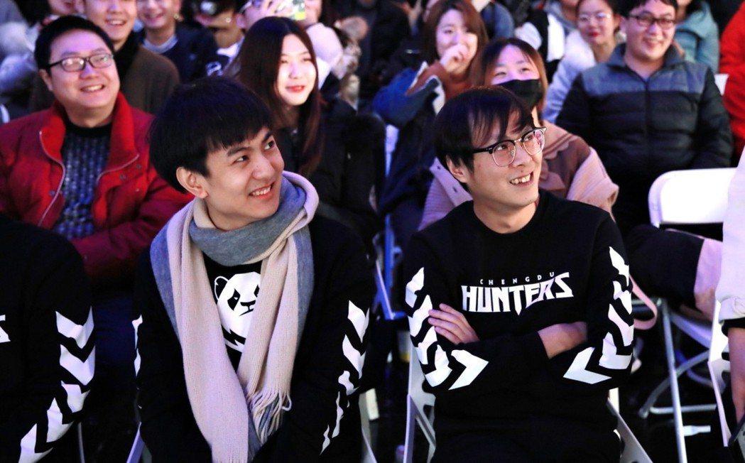 (左) 成都獵人隊-主教練 Rui (右) 成都獵人隊-助理教練 Ray。