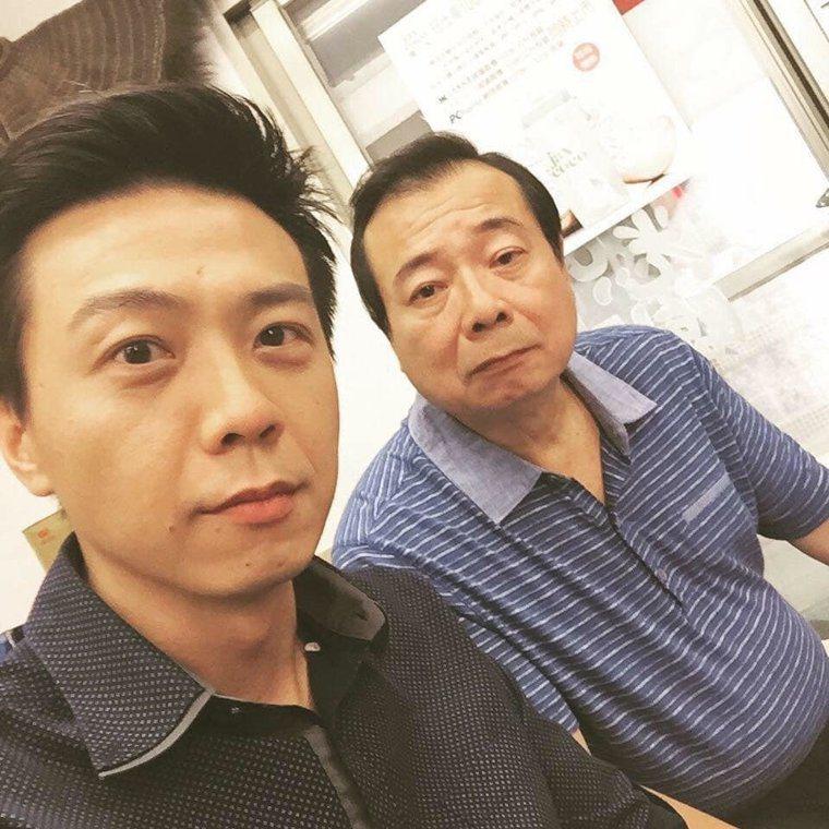 廖峻(右)與廖錦德父子。圖/摘自臉書