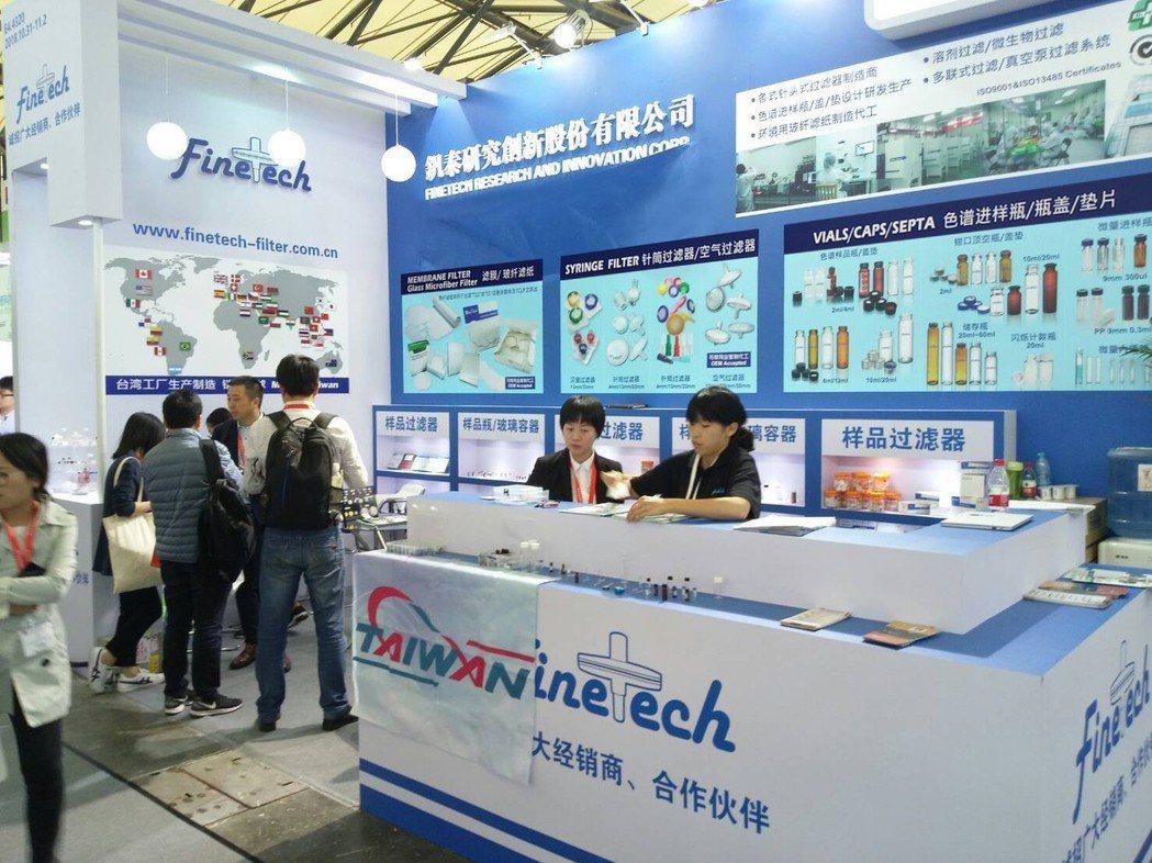 高雄市儀器公會獲得經濟部國貿局海外參展業務補助,組團至越南、北京參展。釩泰/提供