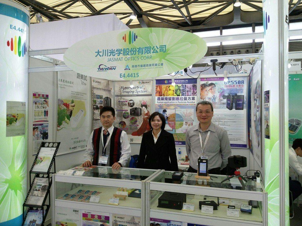 高雄市儀器公會獲得經濟部國貿局海外參展業務補助,組團至越南、北京參展。大川/提供