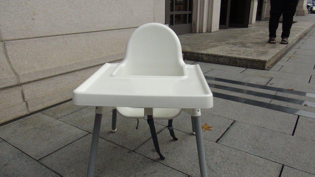 台中市南屯區文心南三路的托嬰中心被指控將女童綁在兒童安全椅上,時間長達2至3小時...